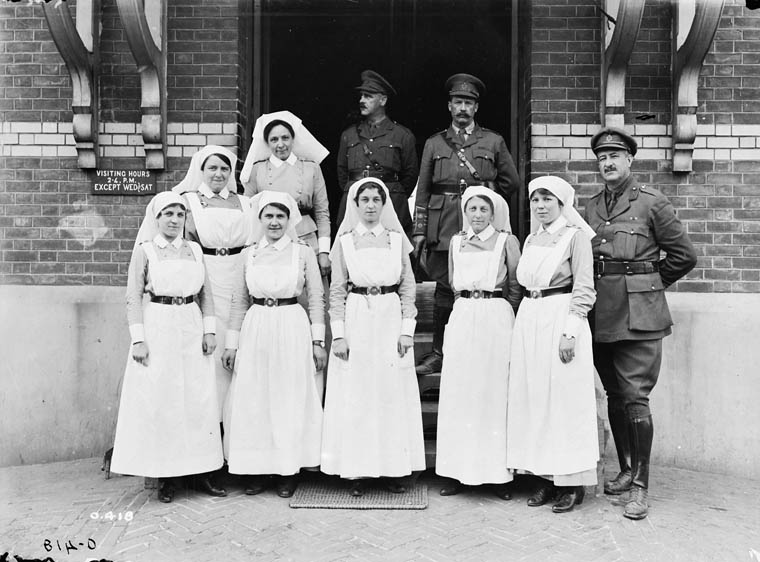 nurses in world war 1 World war ii: 74,000 nurses join the army and navy nurse corps despite the risks these women endured, it wasn't until 1947 that nurses in the army and navy corps were finally granted permanent commissioned officer status.